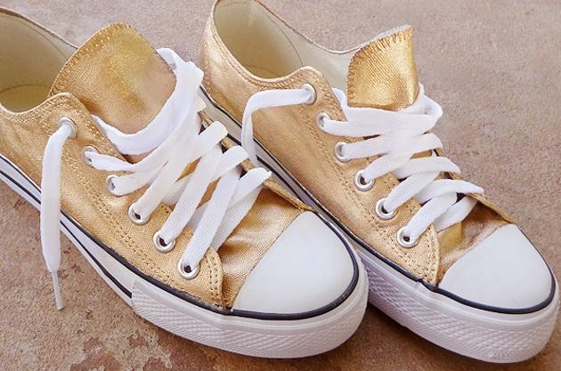 Tênis dourado 2